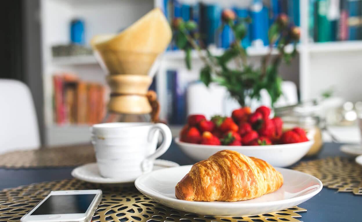 パンとコーヒーのある部屋